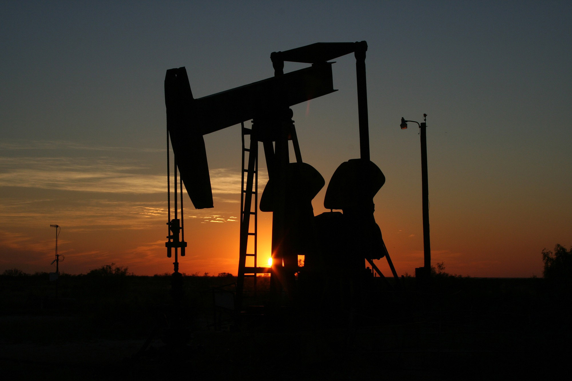 //xspecpower.com/wp-content/uploads/2018/10/oil-derrick-in-the-sunset-in-texas.jpg